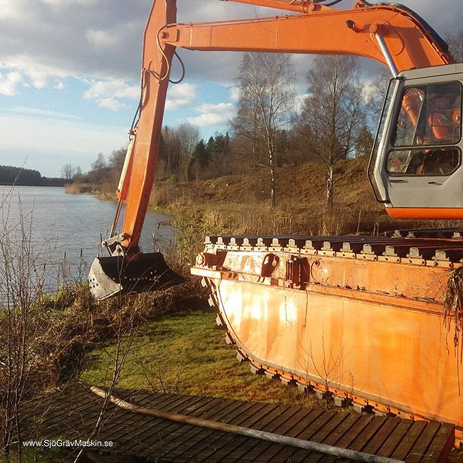 SjöGrävMaskin.se-Emma-sjösättning-strandkant_w650x650